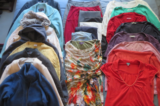 Winter wardrobe: 1 work blazer, 2 work skirts, 2 work trousers, 1 work dress, 4 work blouses/tops, 1 dressy blouse, 1 dressy trousers, 1 dressy dress, 5 sweaters, 3 casual tops, 2 casual pants, 2 coats, 2 casual jackets.